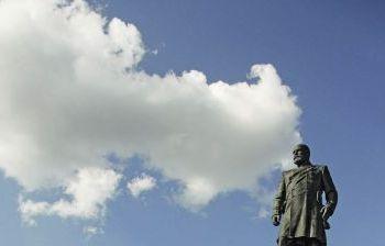 П.А.Столыпин у Дома Правительства на площади Свободной России